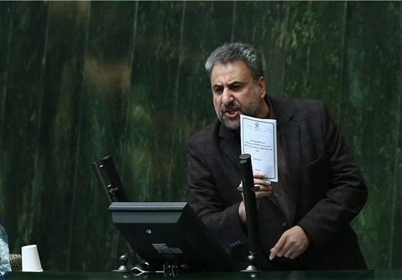 آقای سیف، شما به مردم ایران خیانت میکنید