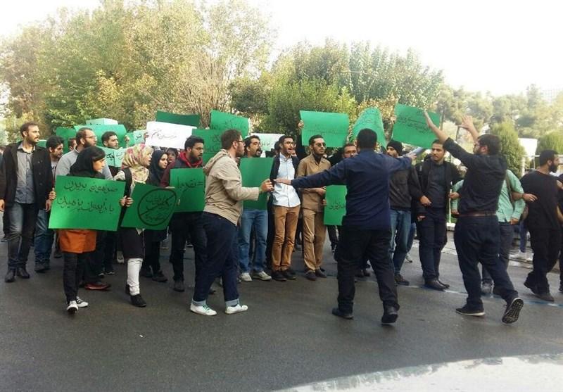 تجمع دانشجویان حامی روحانی علیه روحانی در دانشگاه تهران +تصاویر