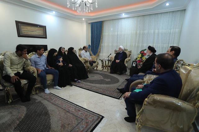 دیدار صمیمی روحانی با خانواده شهدا و جانبازان دفاع مقدس