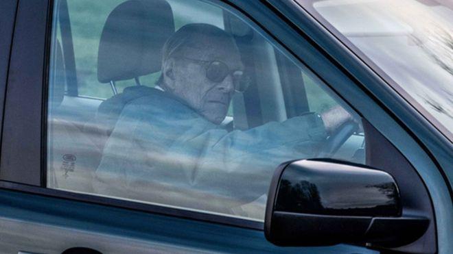 گواهینامه همسر ۹۷ ساله ملکه انگلیس ضبط شد +عکس