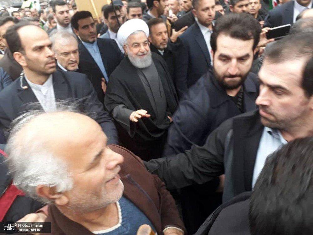 رئیس جمهوری به راهپیمانان تهرانی پیوست/عکس