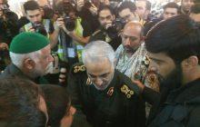 عکس/ سردار سلیمانی در مراسم بزرگداشت شهدای حادثه تروریستی زاهدان