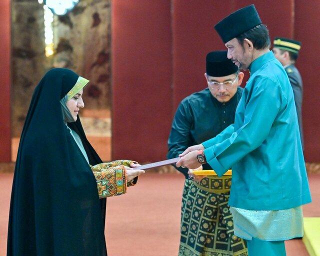 دیدار سفیر زن ایران با سلطان برونئی +عکس