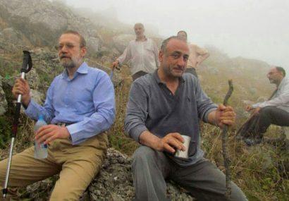 عکس  علی لاریجانی در حال کوهنوردی
