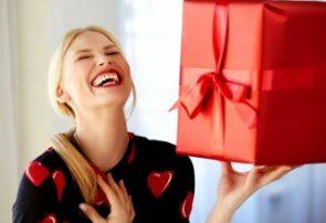 چه هدیهای بیشتر خانمها را خوشحال میکند؟