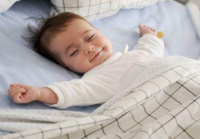 چرا نوزادان در خواب می خندند؟